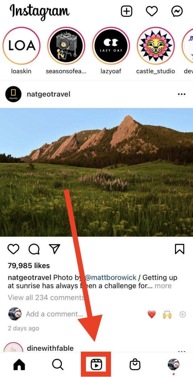 Значок Instagram Reels внизу главной страницы приложения